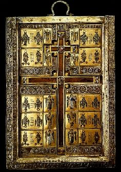 Staurothèque de Limbourg-sur-la-Lahn. Cet objet appartenait au trésor impérial byzantin jusqu'en 1204. Elle fait partie des objets pillés à Constantinople suite à la IVe Croisade. Des fragments de la vraie croix sont enchâssés dans la monture orfévrée, et plusieurs logettes, portant des inscriptions en grec renferment d'autres reliques de la Passion du Christ (fragments de la tunique, du linceul, de la couronne d'épines, des clous).