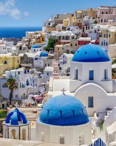 Incredible photos of Santorini that'll make you want to book your flight today! See best of the Cyclades chain in the Greek islands Santorini Island, Santorini Greece, Santorini Tours, Santorini Hotels, Monuments, Greece Architecture, Site Archéologique, Vacation, Viajes