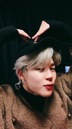 Find images and videos about kpop, bts and jungkook on We Heart It - the app to get lost in what you love. Jimin Selca, Bts Bangtan Boy, Park Ji Min, Jin, Mini E, Bts Twt, Les Bts, K Wallpaper, Bts 2018