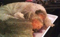 Corona di verza con ripieno di zucca Una ricetta originale per presentare in modo diverso la zucca. Servita come una corona su un bel piatto da portata.... Gli ingredienti sono semplici: zucca, verza, patate, qualche foglia di erba ar #corona #zucca #verza #cavolo #patate
