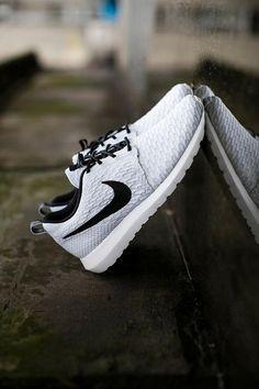 half off 64a47 7e943 Lightweight comfort and a super-sleek minimalist design make Nike s Kaishi  running shoes a must · Zapatillas Hombre ...