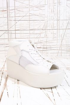 vagabond orixa peep toe trainers in white from urban outfitters