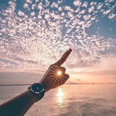 Perfect Pics That Will Satisfy Every Perfectionist's Soul, Photographs that are near perfect check out more photography hacks Summer Photography, Creative Photography, Photography Poses, Amazing Photography, Nature Photography, Pinterest Photography, Perspective Photography, Sunrise Photography, Photography Tips Iphone