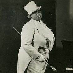 Cabaret singer and pianist Gladys Bentley, who performed in a tuxedo, drew a crowd to the Clam House in Harlem in the 1920s.