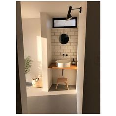 サンワカンパニーのある暮らし サンワカンパニー Interior Design Living Room, Living Room Designs, Natural Interior, Yellow Houses, Washroom, Basin, Toilet, House Plans, Mirror