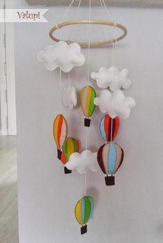 Miércoles de inspiración ♥ Móviles de fieltro para bebés - Paperblog Pom Pom Mobile, Felt Mobile, Cool Kids, Kids Fun, Fun Learning, Decorating Tips, Nursery Decor, Diy Projects, Crafts