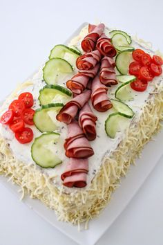 kinkkuvoileipäkakku Sandwich Cake, Sandwiches, Salty Cake, Food Decoration, Cheesecakes, Avocado Toast, Sushi, Appetizers, Breakfast