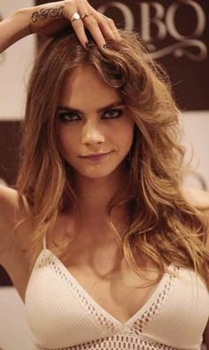 Its all about snaps shots pictures and videos of Cara Delevingne Lysandre Nadeau, Gorgeous Women, Beautiful, Poppy Delevingne, Cara Delevingne 2018, Cara Delevingne Photoshoot, Modelos Fashion, Woman Crush, Belle Photo