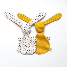 The Doudou Plat RABBIT is a sweet companion that offers its ears to the hands . The Doudou Plat RABBIT is a sweet companion that offers its ears to the hands . Baby Sewing Projects, Sewing For Kids, Sewing Crafts, Christmas Gifts For Aunts, Christmas Gifts For Teen Girls, Kitten Baby, Dou Dou, Diy Bebe, Fabric Toys