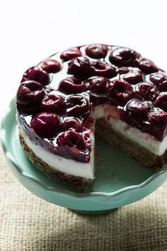 Gezonde variant: Monchoutaart. Een vulling van yoghurt of kwark en een bodem op basis van havermout en een topping van (vers) fruit naar keuze!