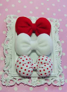 HELLO KITTY Hair Bows and like OMG! get some yourself some pawtastic adorable cat apparel! Hello Kitty Bow, Hello Kitty Birthday, Hello Kitty Crafts, Wonderful Day, Miss Kitty, Cat Party, Diy Bow, Little Bow, Cute Bows