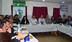 """Chubut presentó la """"Iniciativa de Desarrollo de la Microrregión Comarca Andina"""" http://www.ambitosur.com.ar/chubut-presento-la-iniciativa-de-desarrollo-de-la-microrregion-comarca-andina/ Participaron del acto en Epuyén la ministra Gabriela Dufour, intendentes de la zona, técnicos del INTA y CORFO, y asociaciones de productores.      La ministra de Desarrollo Territorial y Sectores Productivos señaló que """"con esta iniciativa el propio Estado da respuesta de manera"""