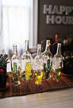Garten aus Faux Glasmalerei (via . Cactus Garten aus Faux Glasmalerei (via . Cactus Garten aus Faux Glasmalerei (via . Glass Bottle Crafts, Diy Bottle, Bottle Art, Diy Projects With Glass Bottles, Beer Bottle, Painted Glass Bottles, Vodka Bottle, Decoration Cactus, Cactus Craft