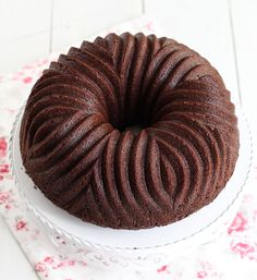 Receta paso a paso de Bundt cake de cerveza y chocolate, hecha por La Cuinera , para Lecuiners: http://www.lecuine.com/blog/bundt-cake-de-cerveza-chocolate/