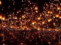 Loi Krathong - Festival of Lights, floating lanterns. So beautiful. Lantern Festival Thailand, Floating Lantern Festival, Thailand Festivals, Floating Lanterns, Floating Lights, Sky Lanterns, Lantern String Lights, Paper Lanterns, What A Wonderful World