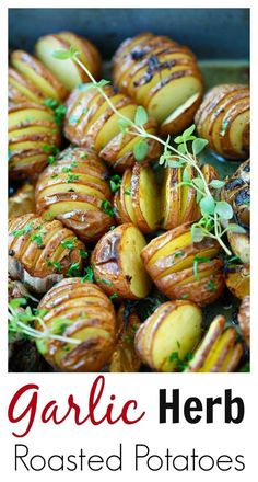 Healthy Garlic Herb Roasted Potatoes - baked garlic potatoes with herb, olive oil butter and lemon. The best homemade roasted potatoes recipe ever Vegetable Dishes, Vegetable Recipes, Vegetarian Recipes, Cooking Recipes, Healthy Recipes, Whole30 Recipes, Healthy Breakfasts, Potato Dishes, Food Dishes