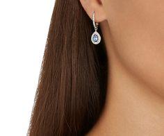 Une fabuleuse nouveauté qui complète la famille de bijoux Attract, un best-seller de Swarovski. Cette paire de boucles d'oreilles arbore un halo de... Acheter