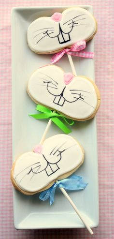 Funny Bunny Cookies {on a stick} ~ sugar cookies decorated for rabbit faces | from Munchkin Munchies