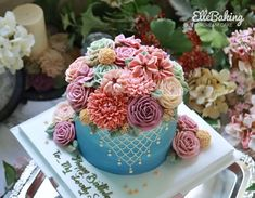 """ElleBaking FlowerCake on Instagram: """"เค้กดอกไม้ทรงสูงก้อนนี้ส่งไปไกลถึงสมุทรสาคร ไม่ต้องถามว่าค่าส่งเท่าไหร เพียงรู้แค่ว่า ทุกคนในงานชื่นชมและมีความสุขมากๆ ก่อนวันรับเค้ก…"""" Buttercream Flower Cake, Vanilla Cake, Desserts, Food, Pastries, Tailgate Desserts, Deserts, Essen, Postres"""