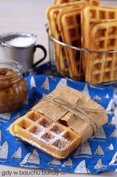 Najlepsze gofry na maślance No Bake Desserts, Delicious Desserts, Dessert Recipes, Yummy Food, Crepes And Waffles, Baking With Kids, Kitchen Recipes, I Love Food, Food Truck