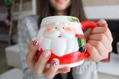 Santa mug and her nails ♡ Sorry guys Christmas season is not over to me yet
