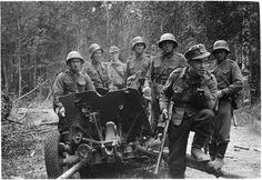 A Finnish anti-tank gun crew poses next to a captured Soviet gun, August 1941.
