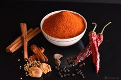 Khandeshi garam masala is an extremely aromatic, moderately hot, & vibrant-looking spice blend that has its roots in the northwestern part of Maharashtra.