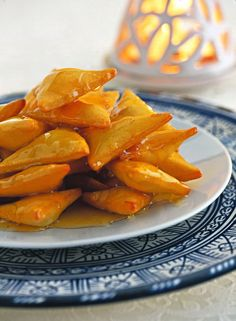 Triangoli fritti ricoperti di miele