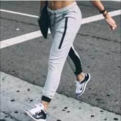 LOOKING FOR THESE IN BLACK!!! In size small I am desperately looking for these! Please help me find them or sell them to me please!!! ❤️❤️❤️❤️ Nike Pants