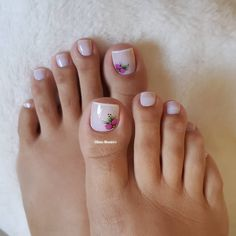 29 Fotos de Unhas com Flores Bonitas Pedicure Designs, Pink Nail Designs, Toe Nail Designs, French Manicure Gel Nails, Manicure And Pedicure, Pedicures, Shiny Nails, My Nails, Pretty Toes