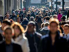 Tłum ludzi Fot. Fotolia.pl/blvdone