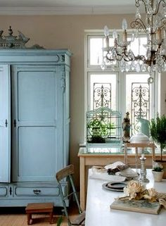 french dusty chic