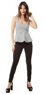 Look Balada <3 Abuse da renda e do brilho para curtir a night! Combine estampas iguais e misture cropped com saia skater ou de cintura alta. Blusas com ombro caído decotes altos e costas bem abertas também arrasam. E que tal investir em saltos e acessórios como pedrarias correntes e fivelas? Cintos com fivelas grandes short jeans e blusas de sedinha são outras opções certeiras.   COMPRE ESSE PRODUTO NESSA LOJA: http://ift.tt/2aj5v9p