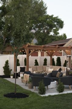 I love how gorgeous this outdoor space is with the veranda bulb lights outdoor sofa and tons of comfy throw pillows. I love how gorgeous this outdoor space is with the veranda bulb lights outdoor sofa and tons of comfy throw pillows. Backyard Patio Designs, Backyard Landscaping, Diy Patio, Cool Backyard Ideas, Florida Landscaping, Patio Ideas With Fire Pit, Inexpensive Patio Ideas, Arizona Backyard Ideas, Landscaping Ideas For Backyard