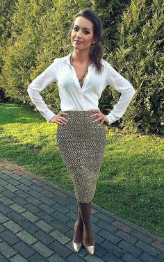 divine girl in hose Divine Girls, Confident Woman, Business Outfits, Lace Skirt, Style Me, Cute Outfits, Beautiful Women, Women's Fashion, Female