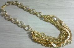 Colar correntes e paetês dourado - R$33.00