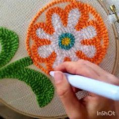 Aprende cómo hacer el bordado ruso con la aguja mágica ~ Mimundomanual Needles Play, Stitch Patterns, Crochet Patterns, Small Blankets, Crochet Round, Crochet For Beginners, Punch Needle, Punch Art, Learn To Crochet