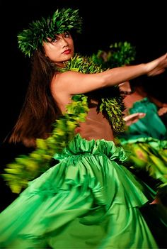Beautiful dancer at the Old Lahaina Luau, Maui
