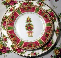 Old Country Roses and Seasons of Colour  Mix and Match patterns for a perfect Holiday Table!! To see more Seasons of Colour:http://www.royalalbertpatterns.com/series%20pages/Seasons%20of%20Colour.htm To see Old Country Roses:http://www.royalalbertpatterns.com/series%20pages/Old%20Country%20Roses.htm