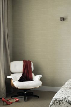 """Her Majesty HPC, fine silk shantung, non-woven backing - 14 colors. Sold by the meter/yard: 135 cm wide (53""""). #elitis #wallcovering #HPC #architecture #interiordesign #hotel"""