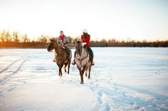 Riding horseback through the snow is a great way to get some stunning winter engagement photos and do something fun as a couple that you'll have to remember forever. | Snowy Engagement Session Ideas