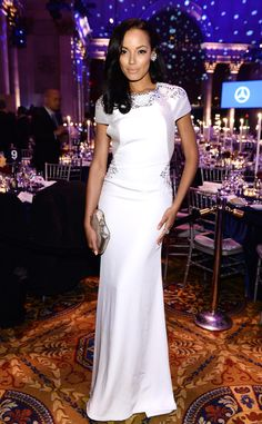 Supermodel Selita Ebanks sizzles in a white gown at the amfAR Gala in NYC!
