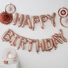 Idéal pour un anniversaire original et tendance, cette guirlande de ballons HAPPY BIRTHDAY de couleur rose gold sera parfaite ! Personne ne pourra la rater, chaque lettre, une fois gonflée, mesure 34 cm de hauteur et 26 cm de largeur. Happy birthday copper balloon party