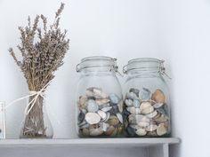 Het Brocante-Schelpenhuisje: Schelpen in glazen potten en vazen