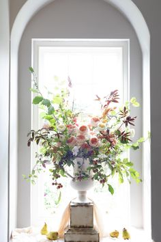 Make use of natural lighting as a fantastic backdrop to frame your arrangements. We filled our urns with Juliet (Ausjameson) and natures seasonal pickings for this dramatic look.