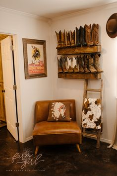 Western Bedroom Decor, Western Rooms, Home Decor Bedroom, Ranch Home Decor, Rustic Master Bedroom Design, Cowgirl Bedroom, Rustic Apartment Decor, Farm Bedroom, Rustic Bedrooms