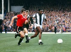 1977 / 1978 First Division - West Bromwich Albion 4 Manchester United 0 West Brom's Laurie Cunningham, right, and United's Martin Buchan at the Hawthorns. Martin Buchan, West Bromwich Albion Fc, British Football, Manchester United, Premier League, Soccer, The Unit, Running, Gera
