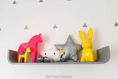 La chambre bébé de Zoé - déco, baby, cute, baby room, chambre bébé, lit bébé, lapin jaune, coussin etoile