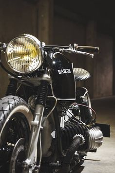"Just some random pics of a beautifully customized 1979 BMW Café Racer called ""Baron"". Pictures taken by Ton van Damme. Vintage Cafe Racer, Bmw Vintage, Vintage Bikes, Vintage Photos, Bike Bmw, Bobber Motorcycle, Bmw Motorcycles, Vintage Motorcycles, Motos Bmw"
