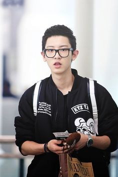 EXO/EXO-K Park Chanyeol Airport style